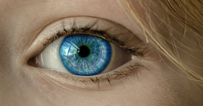 tipos de líquidos para lentillas en tus ojos